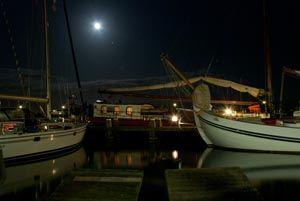 Ligplaats in de haven van Vdam small.jpg